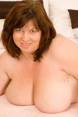 BBW Mommy Submissive Nora